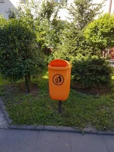 Rokicka 2 - kosz na śmieci