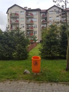 Rokicka 21 - kosz na śmieci
