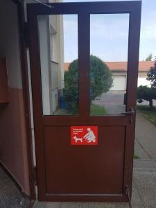 """nowa tablica odblaskowa - """"Posprzątaj po swoim psie"""""""