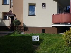 """Rokicka 2 - tabliczka """"Posprzątaj po swoim psie"""""""