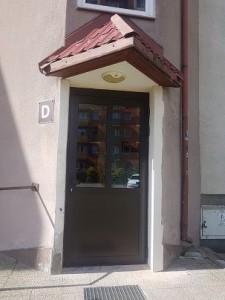 Jagiełły 7D nowe drzwi